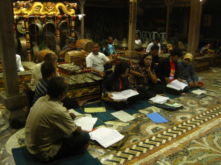 A rehearsal in Indonesia organised by Pak Pardi (in white, on Rebab)
